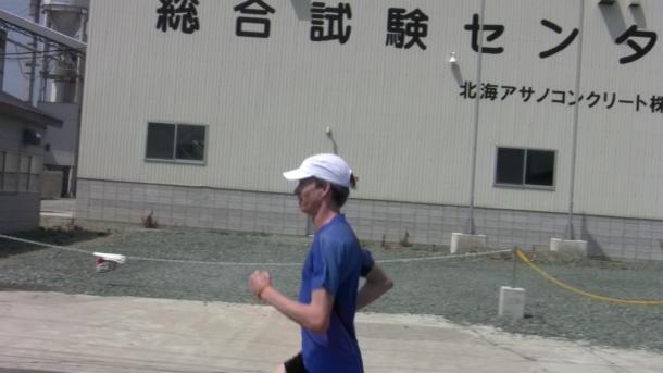 Vorolympisches Trainingslager Shibetsu Japan - Image: Carsten Schlangen laufend