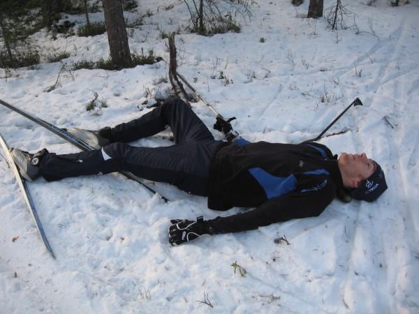 Erschöpfter Skifahrer