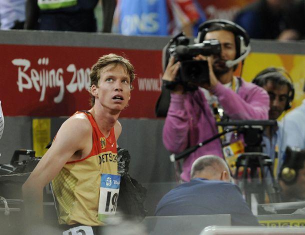 Carsten Schlangen inspiziert das Stadionrund in Peking